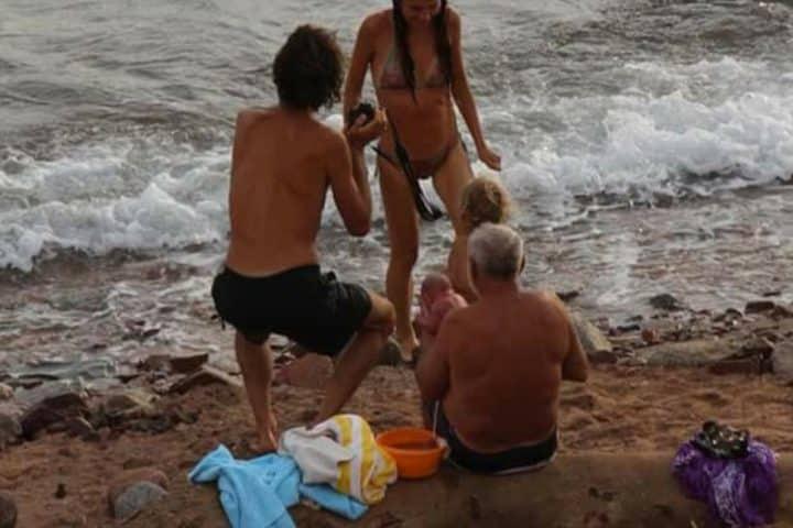 Une touriste russe accouche dans la Mer Rouge — Incroyable