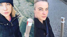 La Bollard Queen prend des selfies à côté de bornes