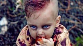 photos gores d'un bébé déguisé en zombie