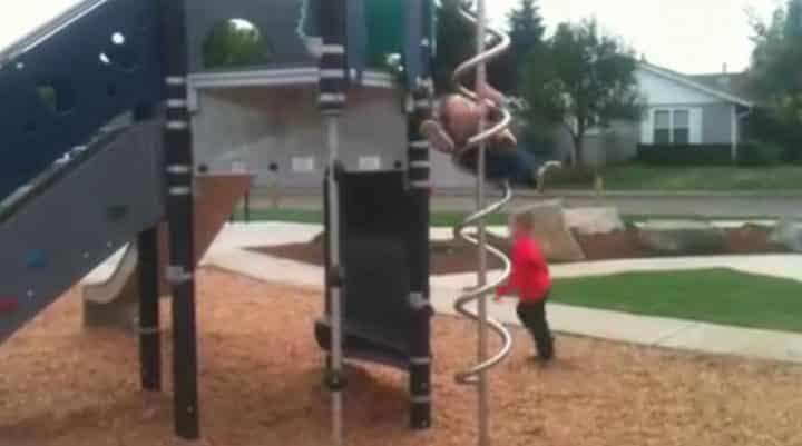 enfant jeu plein air