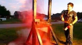 guillotine explose une bombe de peinture