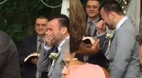 En voyant arriver sa femme, ce marié ne peut contenir ses larmes