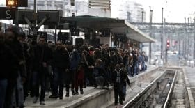greve des cheminots : des images surréalistes à la gare de Lyon
