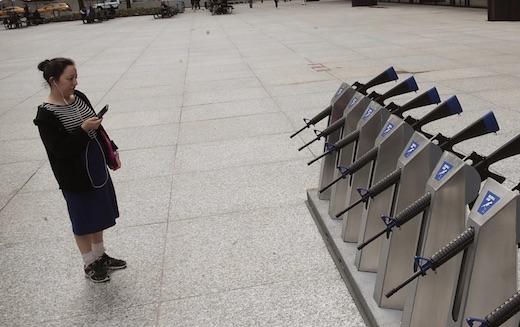 À Chicago, des fusils ont été placés en libre service en pleine rue !