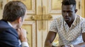Emmanuel Macron annonce que Mamoudou Gassama pourrait être naturalisé après son acte héroïque