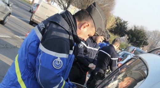 Il se fait arrêter par les gendarmes alors qu'il roulait beaucoup trop vite mais a une très bonne excuse...