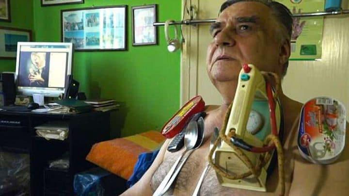 homme aimant soigne avec son magnétisme