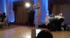la danse des mariés tourne mal à leur mariage, le marié assomme la mariée !