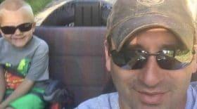 Son père policier meurt tragiquement : ce que vont faire ses collègues est émouvant