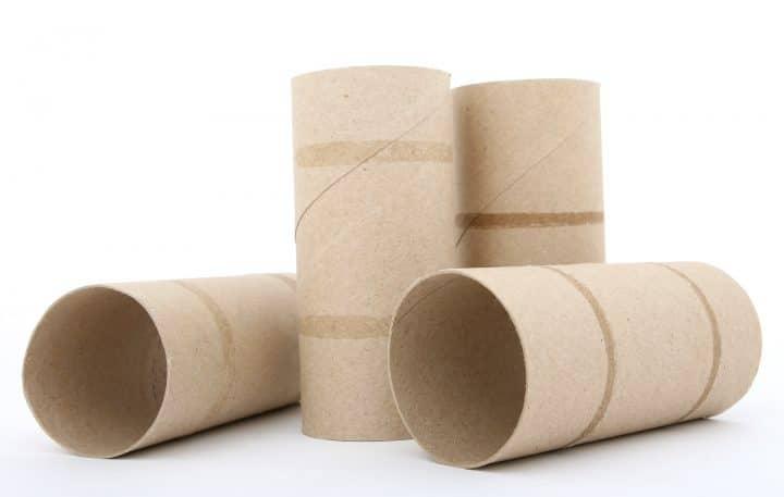Mesurer la taille de son pénis à l'aide de rouleaux de papier toilette