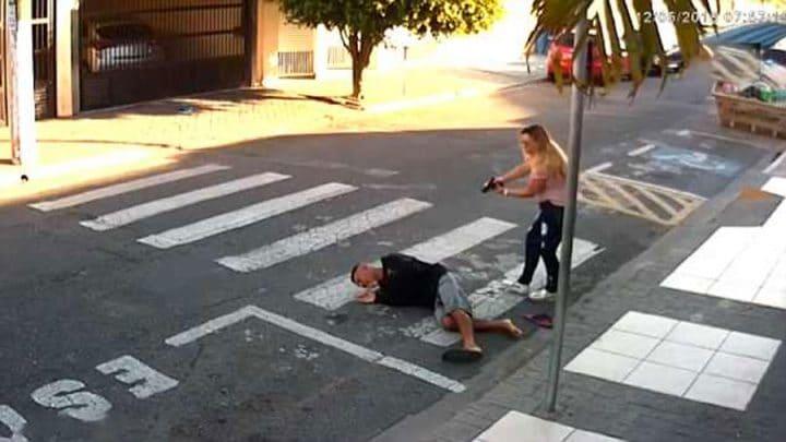 braquage voleur tire groupe de mamans policière