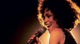 Whitney Houston abusée sexuellement par sa cousine