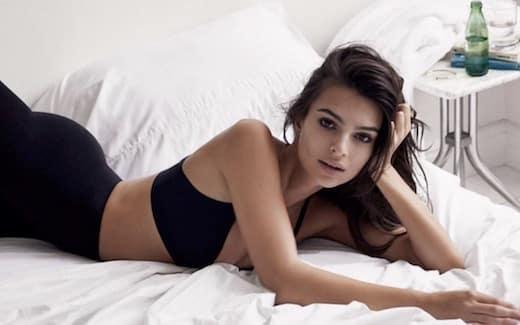 Emily Ratajkowski sexy enflamme la Toile
