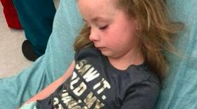 enfant, fille, paralysée, tique, boutons, piqure, santé