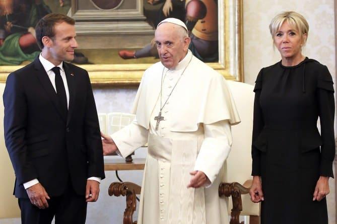Le couple présidentiel et le Pape François