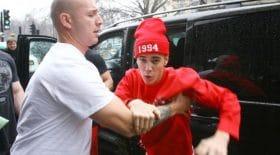 Justin Bieber se bat