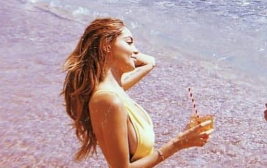 Nabilla sexy en bikini, elle enflamme la Toile