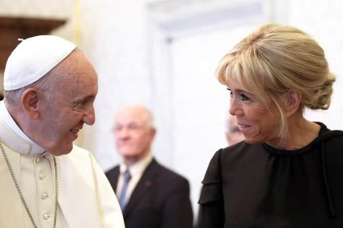 Le souverain pontife et la première dame de france
