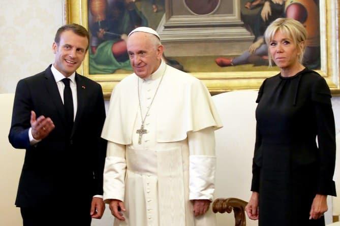 le couple présidentiel avec le souverain pontife