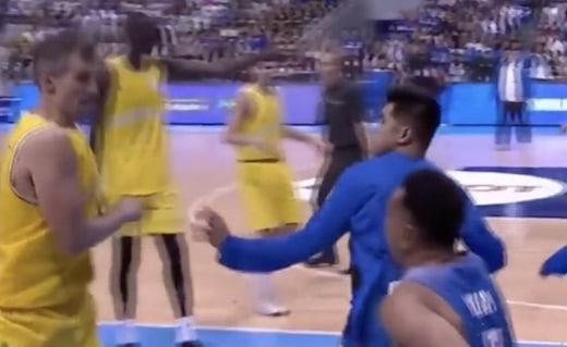 Un match de basket dégénère