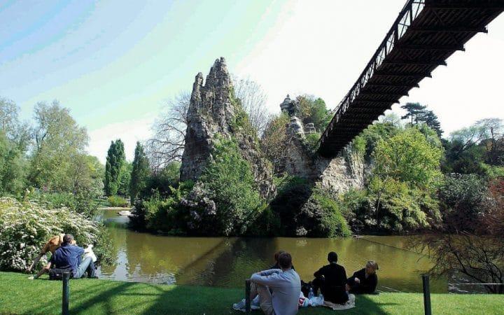 eclipse parc buttes chaumont
