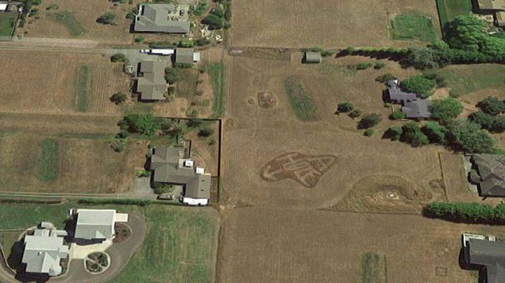 insultes voisins google maps tondre pelouse