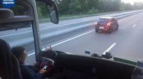 Le conducteur sur son téléphone
