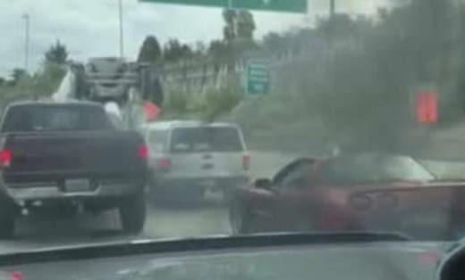 Cette corvette refuse de laisser passer un camion et fini en feu !