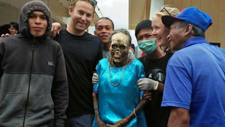 rite funéraire parade morts exhumés momies