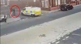 policier écrasé camionnette de police