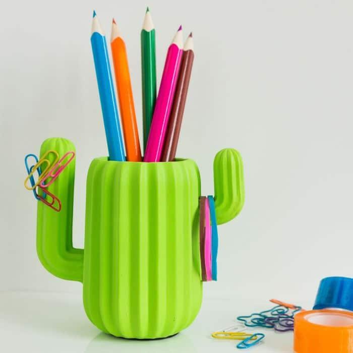 pot crayons cactus