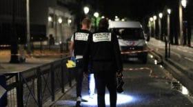 Une attaque au couteau à Paris, le suspect affaibli avec une boule de pétanque