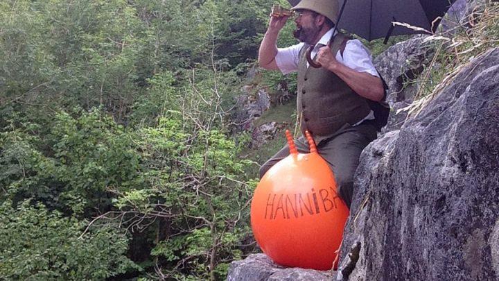 traverser les Alpes ballon sautant