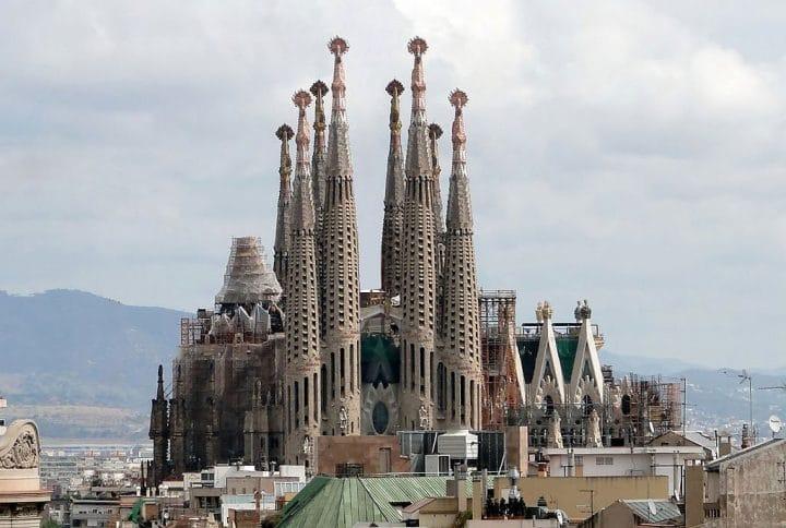 Construction des 18 flèches de la Sagrada Familia