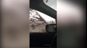 Piégée dans sa voiture, elle survit à une tornade