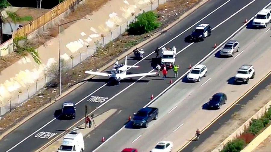 Un avion atterrit d'urgence sur une autoroute en Californie