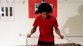 Il joue super Mario au marimba