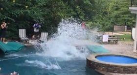 une figure impressionnante dans une piscine