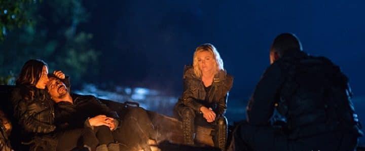 The-100-saison-6-Bellamy-et-Clarke-découvrent-leur-nouvelle-planète