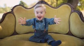 trisomie-21-handicap-petit-garçon