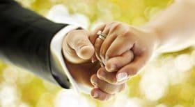 Elle apprend qu'elle est trompée et se venge le jour de son mariage