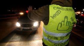 Des automobilistes contraints par les barrages de gilets jaunes