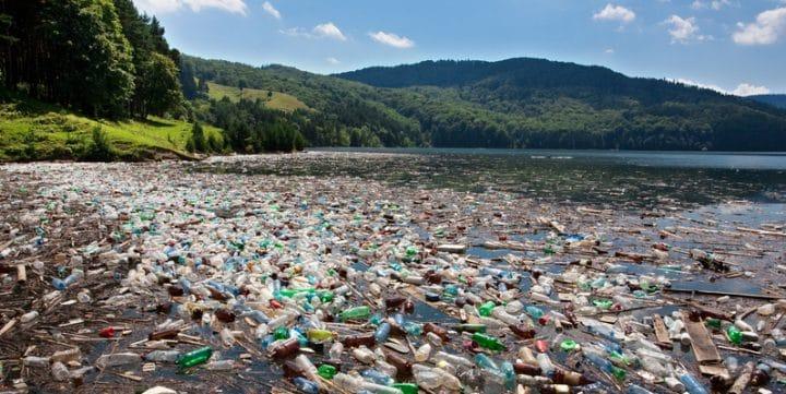 ocean remplit de plastique