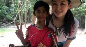 Thuch Salik en compagnie d'une touriste