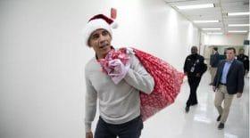 barack-obama-apporte-cadeaux-enfants-hopital