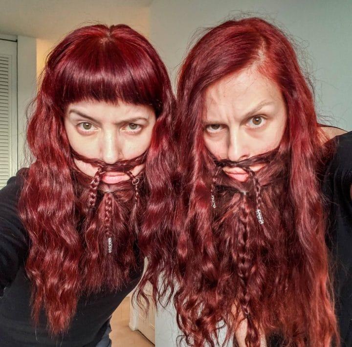 Barbe cheveux bizarres