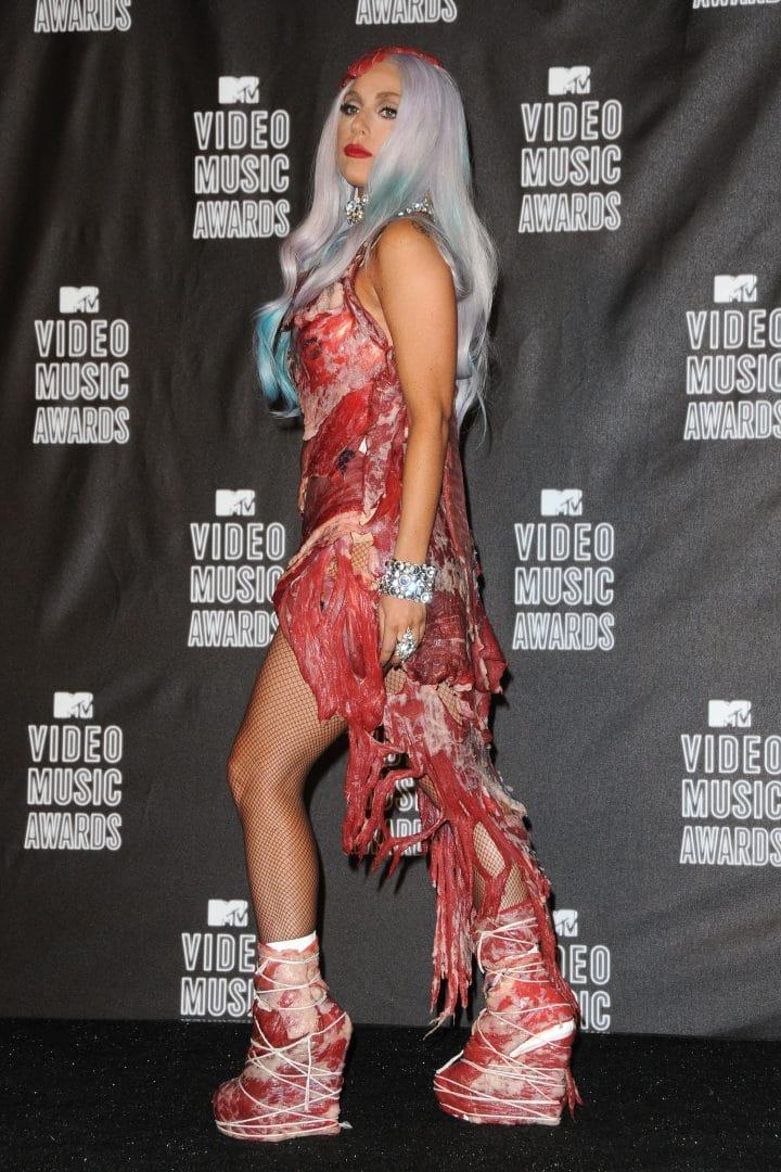 Lady Gaga robe viande