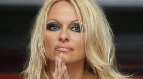 pamela-anderson_sexy_étrange-photo