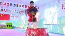 La vidéo d'une petite chinoise époustouflante en saut de main