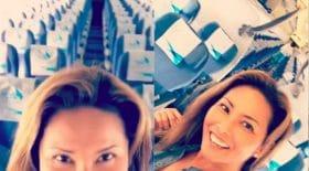 Elle est seule dans un avion